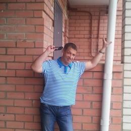 Пара ищет девушку в Кирове для секса